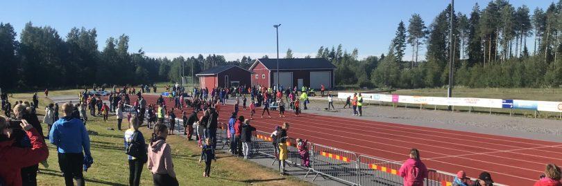 Friidrottstävling på löprakan i Pixne